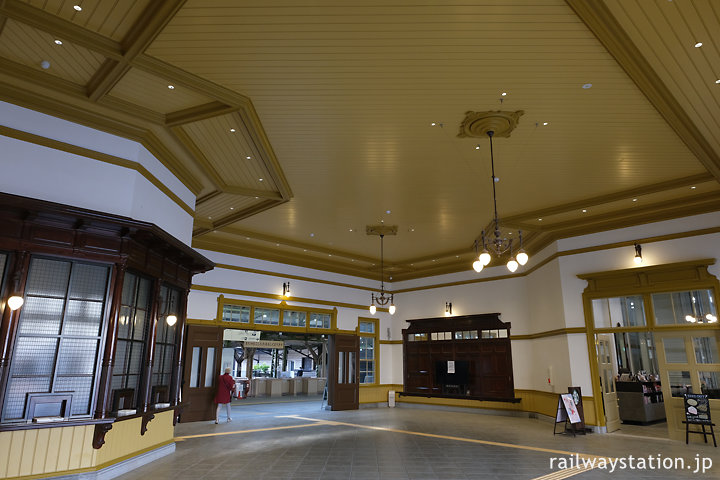 JR九州・鹿児島本線、門司港駅舎、出札口などがあるコンコース