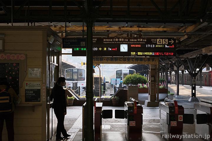 JR九州・門司港駅改札口と行き止まりの終端式ホーム
