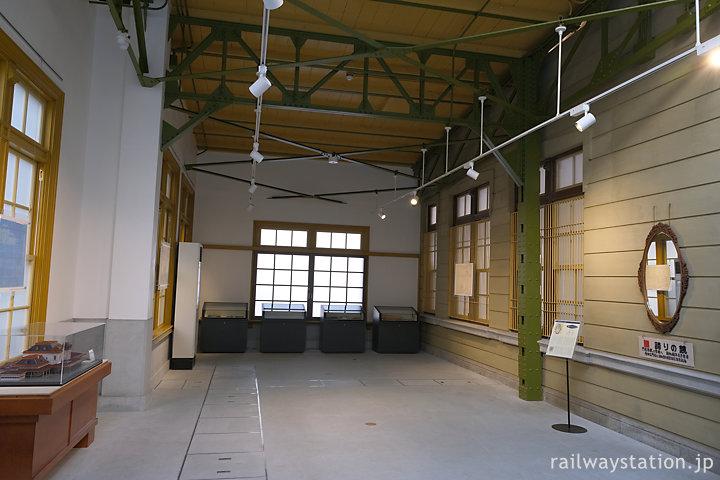 門司港駅の資料が展示された手小荷物取扱い所跡