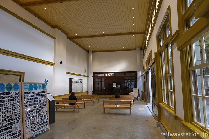 門司港駅舎、手小荷物取扱所だった場所は待合室に