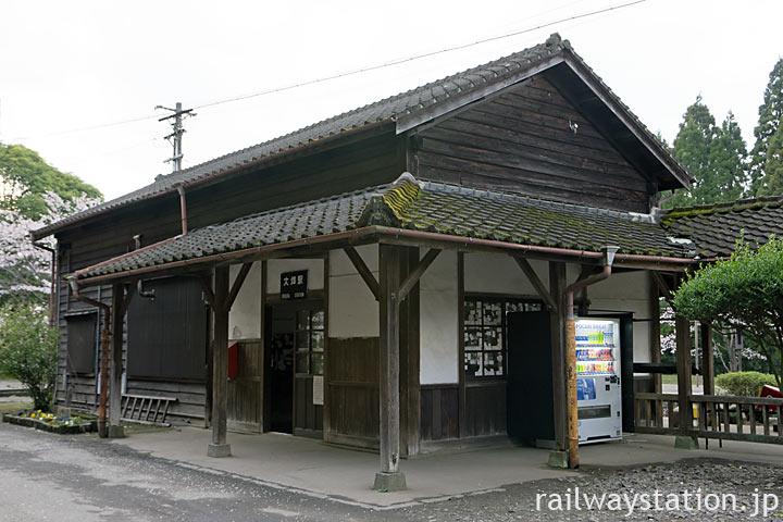 JR九州・肥薩線・大畑駅、明治42年築の木造駅舎が現役