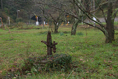 JR九州・採銅所駅横の空地、手押しポンプが残る井戸跡