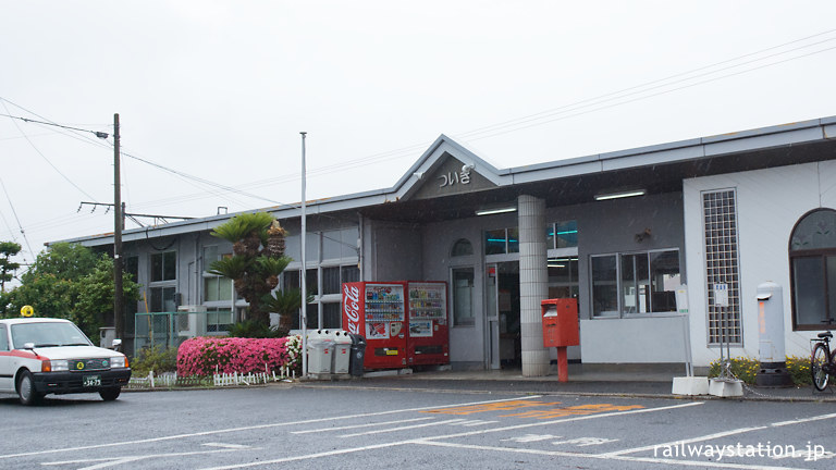 JR九州日豊本線・築城駅、コンクリート平屋の駅舎