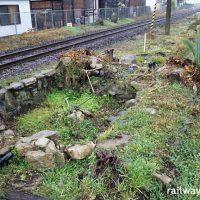 山本駅、2・3番線端、唐津線と筑肥線のレールに挟まれた枯池跡