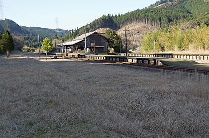 肥薩線・矢岳駅、かつては矢岳越えの列車で賑わった広い構内