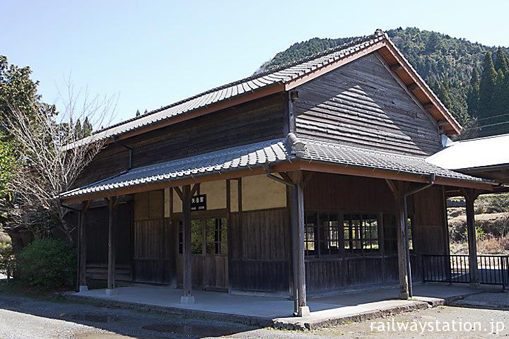 JR九州・肥薩線・矢岳駅、1909年(明治42年)以来の木造駅舎