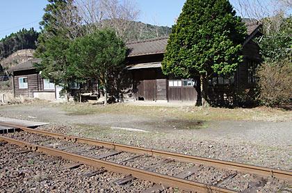 肥薩線・矢岳駅、駅構内片隅の詰所跡