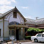 JR四国予讃線・伊予和気駅、平成築の新しい洋風駅舎
