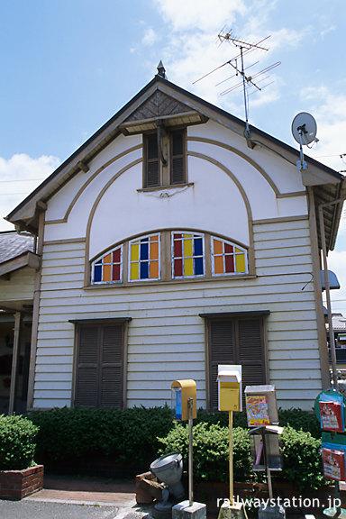 JR予讃線・伊予和気駅、駅舎は左右対称の造り