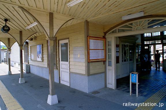 JR予讃線・伊予和気駅、駅舎ホーム側も洋風