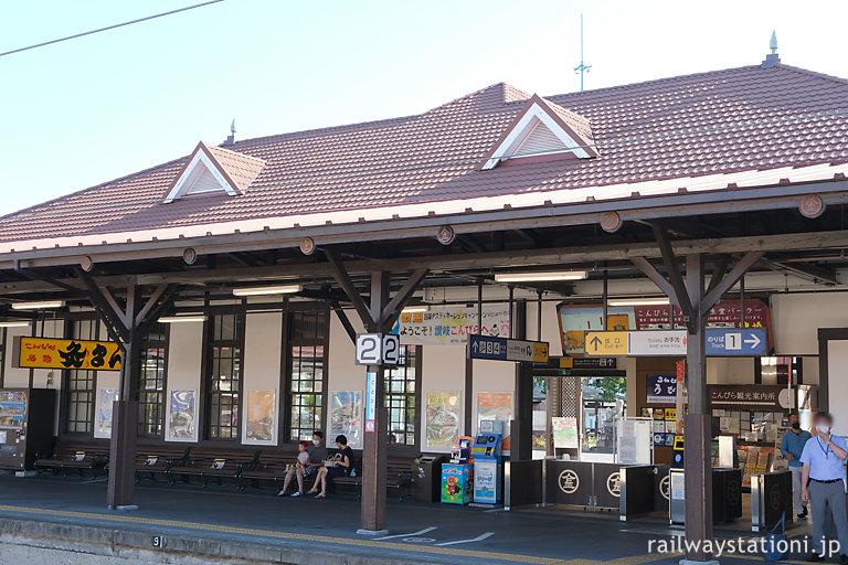 JR土讃線・琴平駅、大正築の洋風駅舎ホーム側の風景