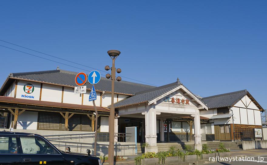 JR四国土讃線・善通寺駅、大きく改修されているが明治22年築の木造駅舎