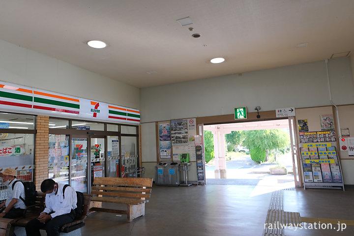 JR四国土讃線・善通寺駅、待合室にはセブンイレブンが