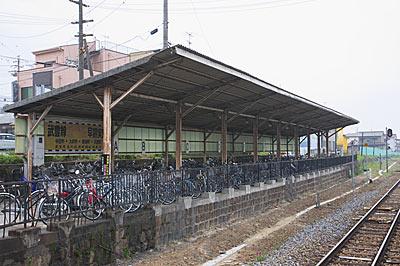 JR武豊線・亀崎駅、貨物ホーム跡と思われる自転車置場