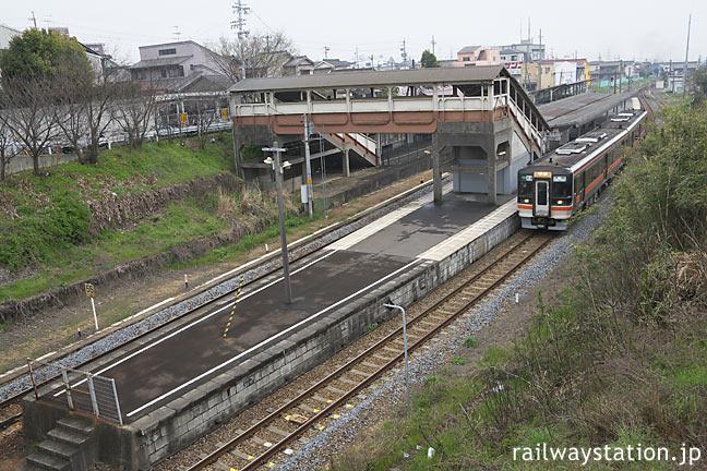 愛知県半田市、JR東海・武豊線・亀崎駅ホームとキハ75