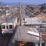 JR東海・飯田線・小坂井駅、ホームに進入する119系電車