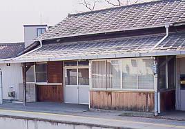 JR東海・飯田線・小坂井駅、取り壊し中だった木造駅舎