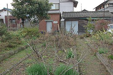 東海道本線赤坂支線・美濃赤坂駅、駅構内の花壇やランプ小屋