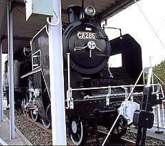 乙川駅近く、半田市民ホールに静態保存されていた蒸気機関車C11-265