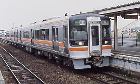 JR東海・武豊線・乙川駅に入線した普通列車のキハ75形