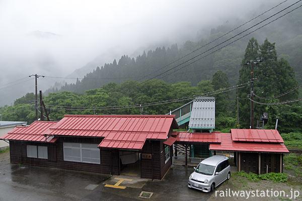 JR高山本線・杉原駅、県境に近く秘境駅の趣き