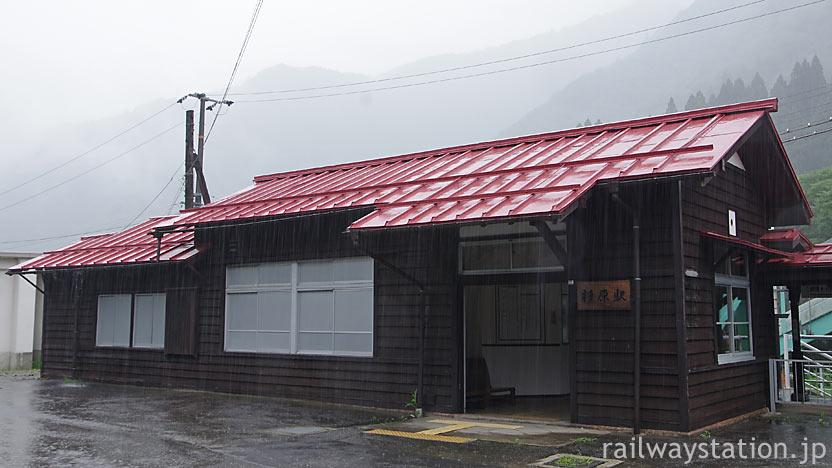 JR東海・高山本線・杉原駅、趣きある木造駅舎
