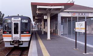 JR東海・武豊線の終点、武豊駅、駅舎のある1面1線のホーム。