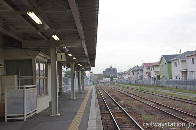 JR東海・武豊線の終点・武豊駅ホームと側線