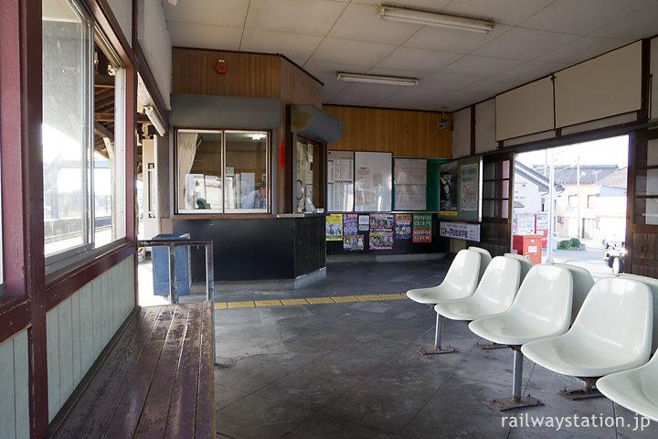 JR参宮線・田丸駅の駅舎、待合室と窓口