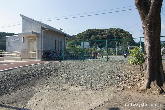JR飯田線・東城駅、新駅舎と旧駅舎跡地