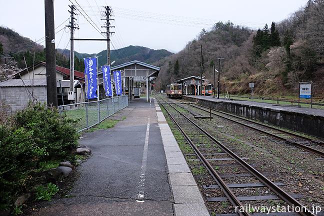 木次線と芸備線の接続駅・備後落合駅、寂れた広い構内