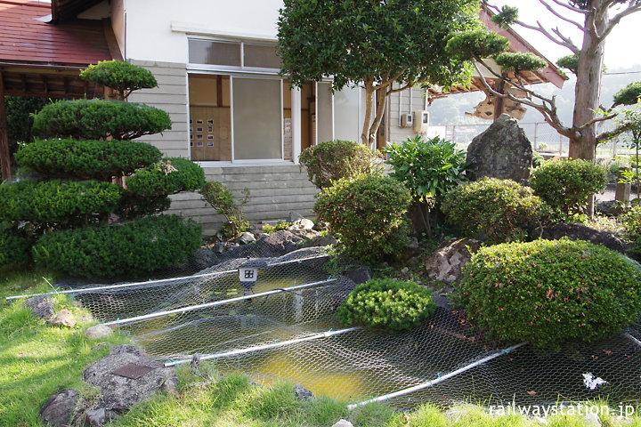 芸備線・比婆山駅、池のあるミニ庭園