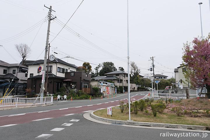 阪和線・東佐野駅、ロータリなど小奇麗に整備された駅前
