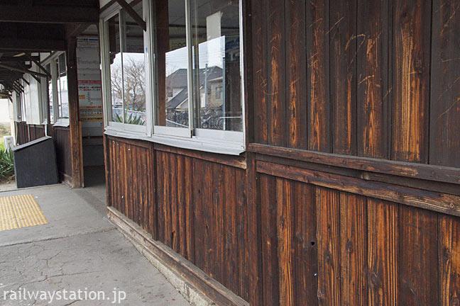 桜井線・櫟本駅、木の質感溢れる明治の木造駅舎