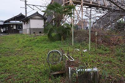 JR桜井線・櫟本駅隣の廃れた公園