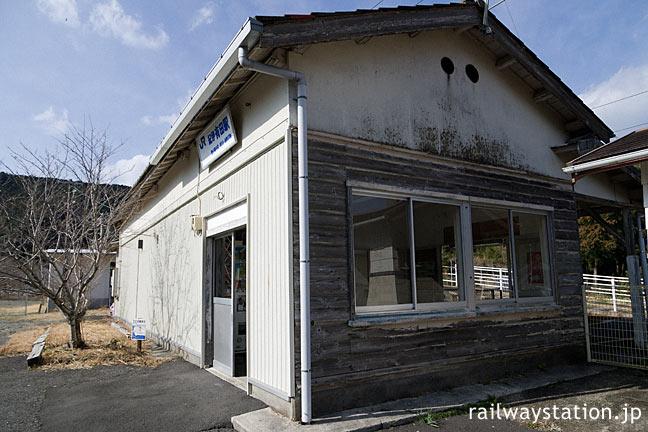 JR西日本・紀伊有田駅、古い木造駅舎らしい質感残る側面