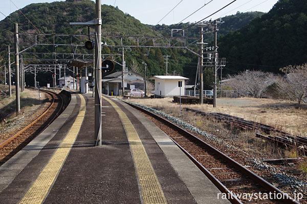 JR西日本・紀勢本線・紀伊有田駅、幅が狭いプラットホーム