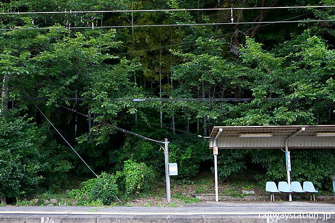 山深い秘境駅のような港近くの駅…山陽本線・神代駅