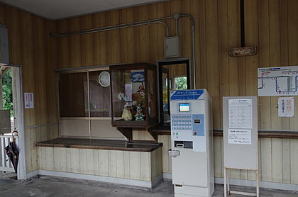 JR山陽本線・神代駅、窓口跡と自動券売機