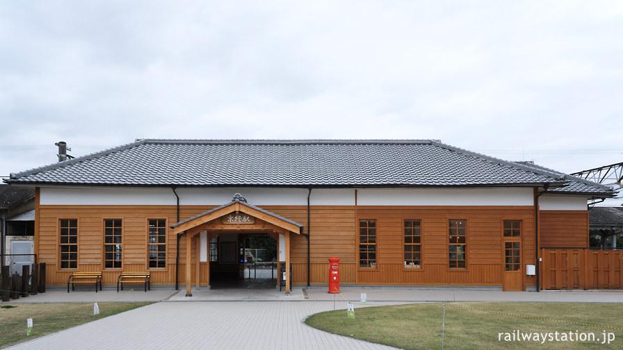 桜井線・京終駅、明治の開業時をイメージし改修された木造駅舎