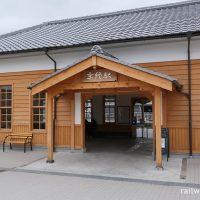 奈良市、桜井線京終駅、開業の明治以来の木造駅舎
