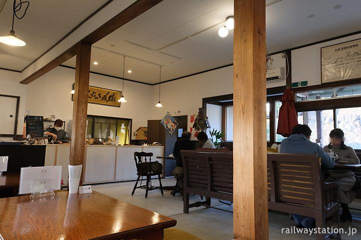 JR小浜線・松尾寺駅の木造駅舎、日本茶カフェ流々亭