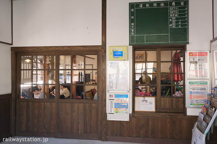 JR小浜線・松尾寺駅、駅舎カフェ「サロン・ド・流々亭(るるてい)」