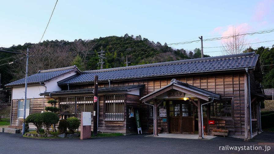 JR西日本小浜線・松尾寺、大正時代築の木造駅舎