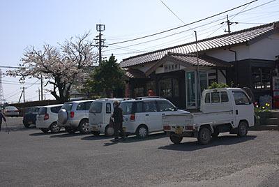山陰本線・御来屋駅、「みくりや市」開店直後の駅前