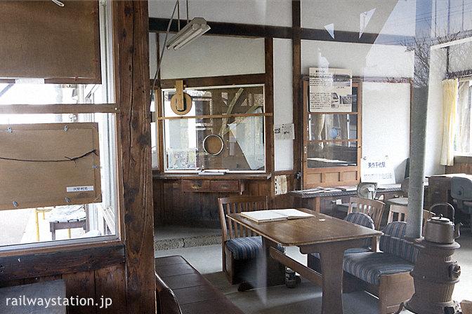 JR姫新線・美作千代駅、昔の雰囲気を留めた旧駅事務室