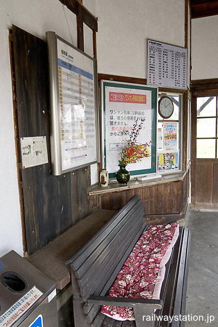 JR姫新線・美作千代駅の木造駅舎、窓口跡