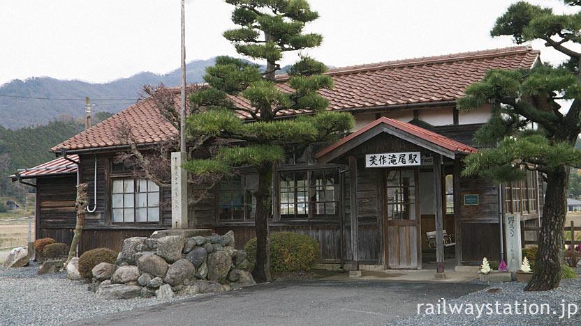 因美線の美作滝尾駅、開業の昭和3年以来の木造駅舎