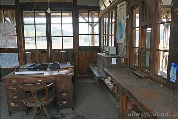 因美線・美作滝尾駅、駅事務室も昔のままの造り!