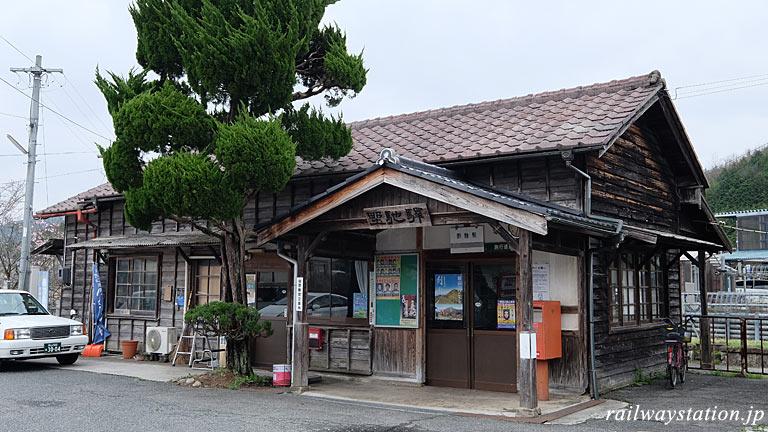 JR西日本・芸備線・野馳駅。開業の昭和5年以来の木造駅舎